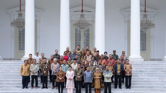 Foto bersama Presiden Jokowi, Wapres Jusuf Kalla, dan jajaran menteri Kabinet 2014-2019 yang diupload akun Facebook Presiden Joko Widodo sebagai apresiasi dan penghormatan melepas masa purnabakti Jusuf Kalla.