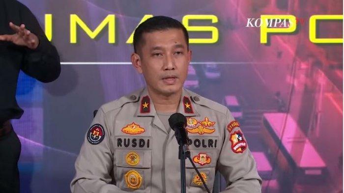 Karopenmas Mabes Polri Brigjen Rusdi Hartono mengatakan, sejak ditahan di Rutan Bareskrim Mabes Polri pada 4 Desember 2020 lalu, Ust Maaher sudah mengalami sakit.