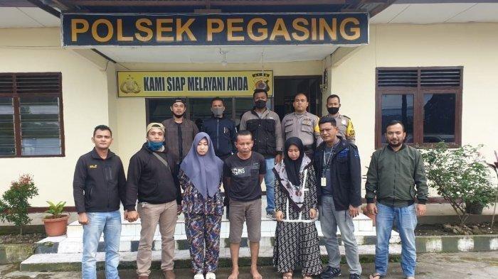 Oknum Karyawati Bank BUMN di Blangpidie, RS alias Vina, (ketiga dari kiri) yang berhasil ditangkap di satu rumah kontrakan di Gampong Blang Bebangka, Kecamatan Pegasing, Aceh Tengah, Sabtu (4/7/2020). Vina disebut telah membawa kabur uang nasabah Bank BRI sebesar Rp 6 miliar. (Polres Abdya for Serambi.com)
