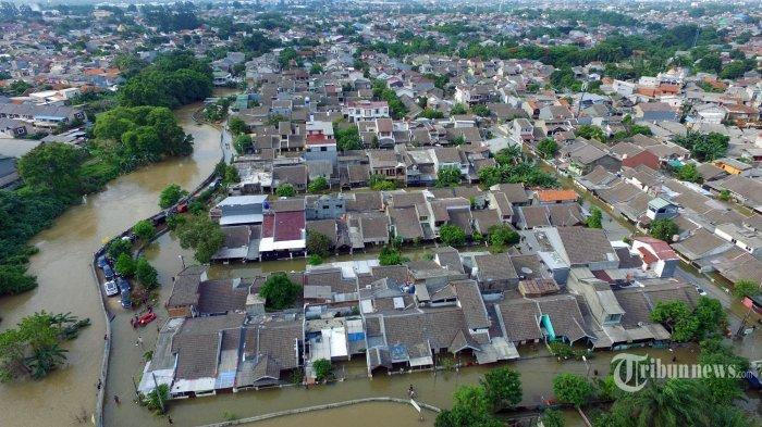 Kawasan permukiman di Ciledug Indah tergenang banjir Kamis (2/1/2020). Kawasan permukiman ini tergenang akibat luapan Kali Angke