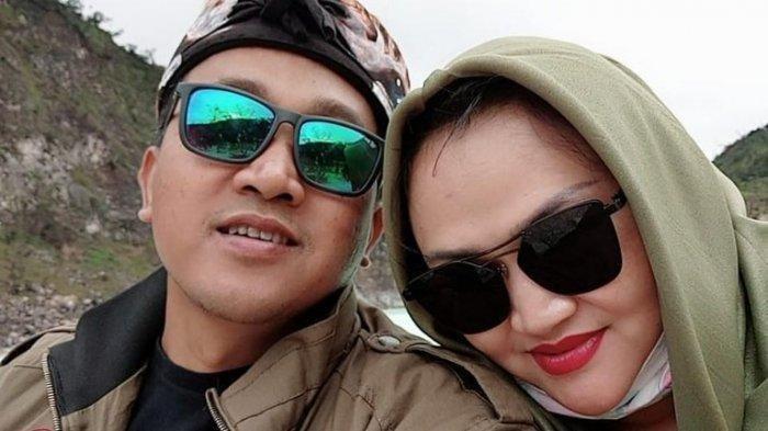 Kemesraan Teddy Pardiyana dan Lina Jubaedah (Insertlive)
