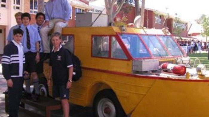 Kendaraan amfibi yang dipakai Ben Carlin