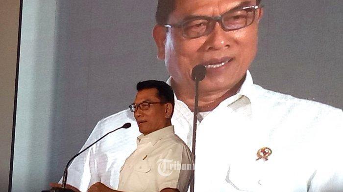 Kepala Staf Kepresidenan Indonesia Jenderal TNI (Purn.) Dr. H. Moeldoko, memberi sambutan saat menghadiri HUT Perum PPD ke-65, Senin (22/7/2019) yang berlangsung di Kantor Perum PPD, Ciputat. Dalam sambutannya dihadapan ratusan karyawan yang hadir Moeldoko memberi ucapan selamat kepada Perum PPD ke-65.