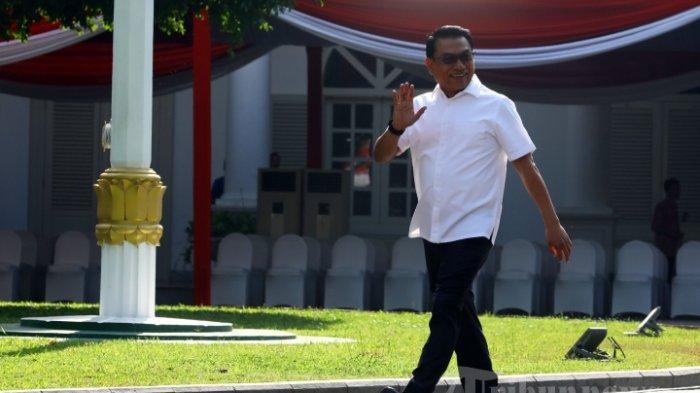 Kepala Staf Kepresidenan, Moeldoko tiba di Kompleks Istana Kepresidenan, Jakarta Pusat, Selasa (22/10/2019). Sesuai rencana, Presiden Joko Widodo memperkenalkan jajaran kabinet barunya kepada publik mulai Senin (21/10/2019), usai Jokowi dilantik pada Minggu (20/10/2019) kemarin untuk masa jabatan periode 2019-2024 bersama Wakil Presiden Ma'ruf Amin.