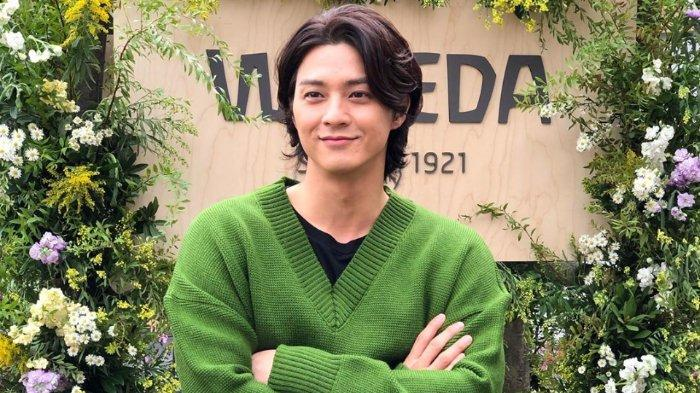 Kim Ji-Hoon merupakan aktor Korea Selatan yang terkenal karena komedi romantisnya di drama The Golden Age of Daughters-in-Law (2007), Love Marriage (juga dikenal sebagai Matchmaker's Lover , 2008), serta peran antagonis di Flower of Evil (2020)