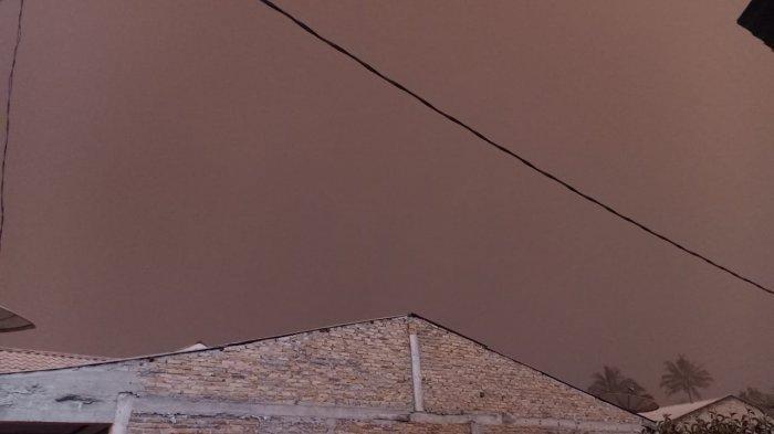 kondisi-desa-nari-gunung-ii-gelap-gulita-pascaerupsi-gunung-sinabung-selasa-232021.jpg