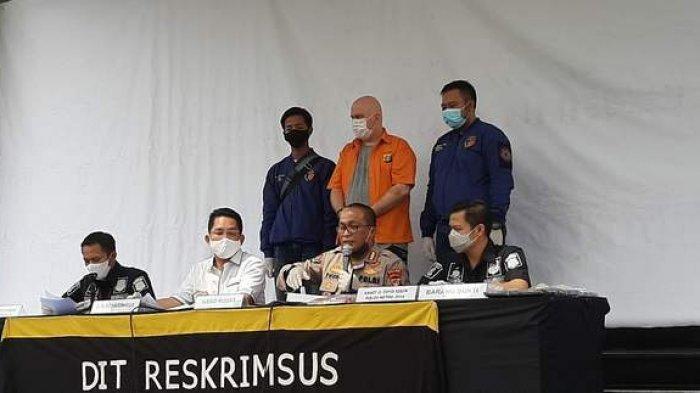 Konpers Kabid Humas Polda Metro Jaya Kombes Yusri Yunus didampingi Dirreskrimsus Kombes Roma Hutajulu, Selasa (16/6/2020).(Warta Kota/Budi Sam Law Malau)