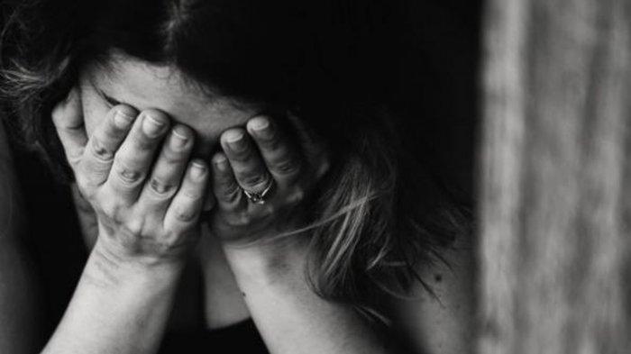 Ilustrasi remaja 16 tahun dirudapaksa seorang kakek karena ketahuan sedang berhubungan intim dengan kekasihnya di kamar mandi