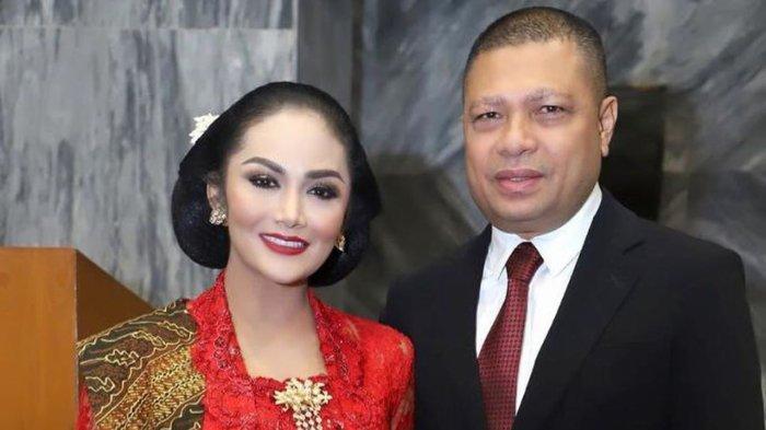 Krisdayanti dan Raul Lemos saat pelantikan KD sebagai wakil rakyat.