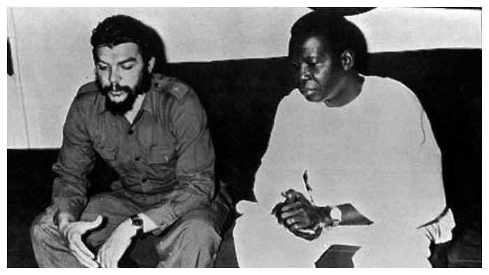 Kwame Nkrumah (kanan) bersama Che Guevara