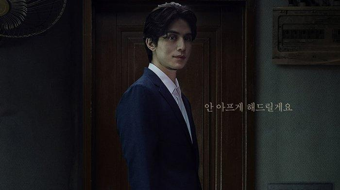 Lee Dong Wook di drama Strangers From Hell.