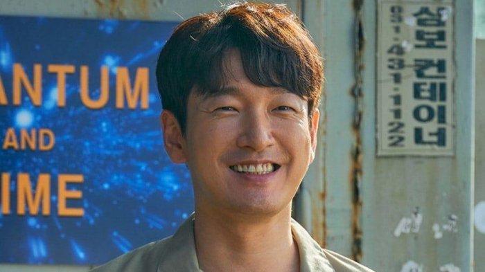 lihat-penampilan-perdana-cho-seung-woo-menjadi-insinyur-jenius-untuk-drakor-sisyphus-the-myth.jpg