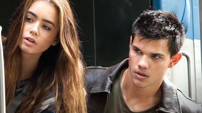 Lily Collins dan Taylor Lautner dalam film Abduction (instagram.com/@abductionmovie)