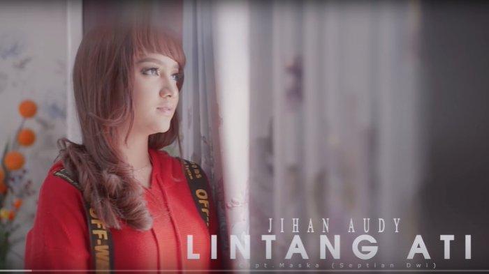 Lirik dan terjemahan lagu Lintang Ati versi Jihan Audy. Lirik 'Ning angin tak titipne'