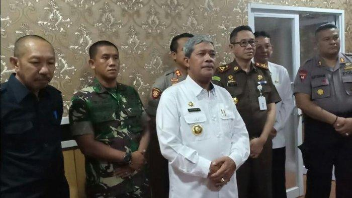 Bupati Lampung Tengah Loekman Djoyosoemarto bersama forkopimda