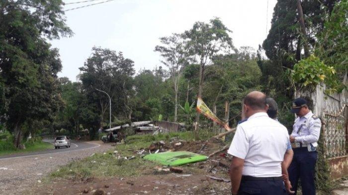 Lokasi kecelakaan di turunan Palasari, Ciater, Subang