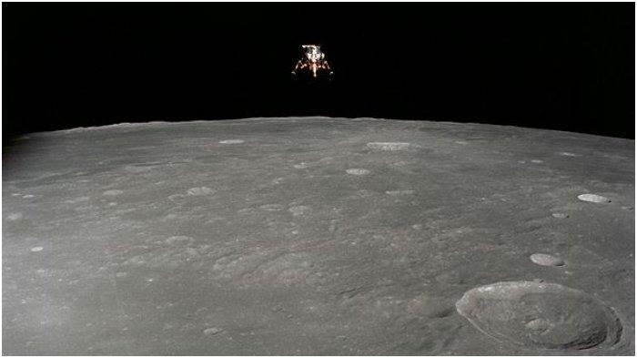 Lunar modul di atas permukaan Bulan