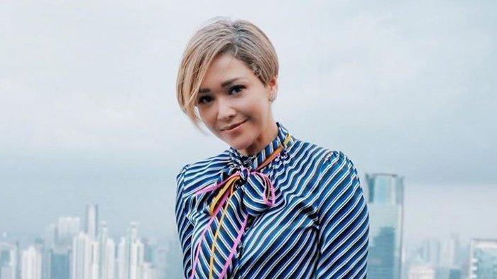 Setelah 12 Tahun Maia Estianty Akhirnya Kembali Potong Rambut Pendek Makin Fresh Tribunnewswiki Com Mobile