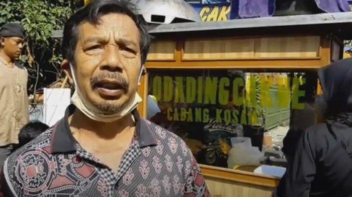Mang Oleh, pedagang odading di Jalan Baranang Siang yang sedang tenar.