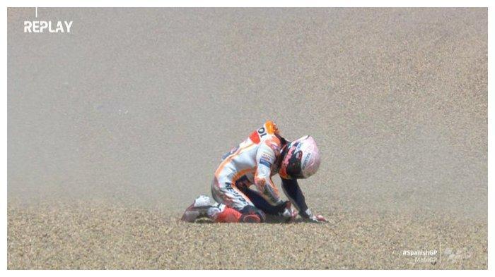 Pembalap Spanyol, Marc Marquez, mengalami kecelakaan di Sirkuit Jerez, Spanyol, pada Minggu (19/7/2020). Marc Marquez kemudian menjalani check-up di pusat medis.