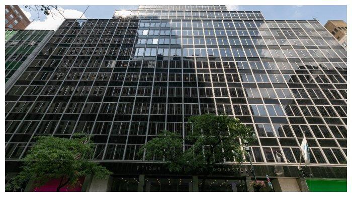Markas perusahaan biofarmasi Pfizer Inc. di New York, Amerika Serikat.