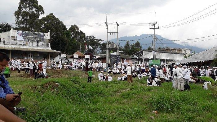 Markas Syariah Front Pembela Islam (FPI) di Megamendung, Kabupaten Bogor didatangi sang imam besar, Habib Rizieq Shihab, Jumat (13/11/2020).