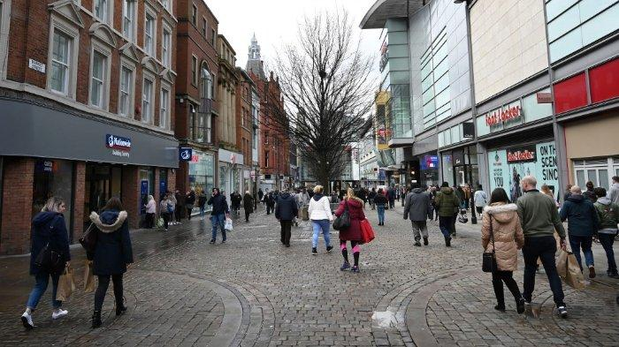 Ilustrasi suasana di Inggris ---- Suasana di pusat perbelanjaan di Market Street, Manchester, Inggris pada 14 Maret 2020