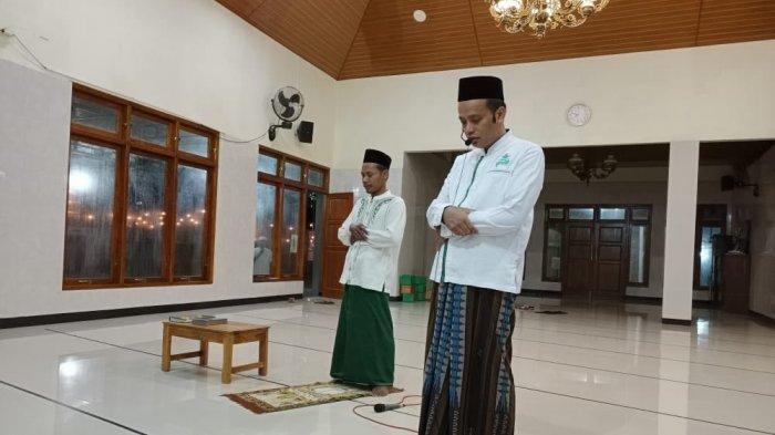 Masjid di Yogayakarta pandu tarawih dengan menggunakan toa