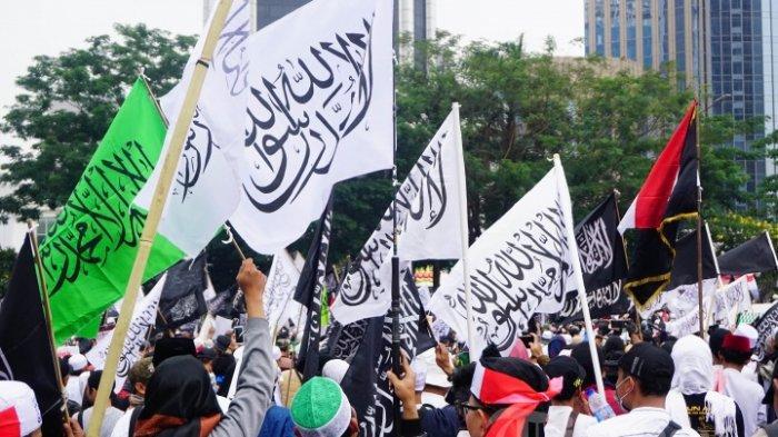 Massa Mujahid 212 menggelar aksi dengan tajuk Aksi Mujahid 212 Selamatkan NKRI, di kawasan Bundaran Patung Kuda, Jakarta Pusat, Sabtu (28/9/2019).