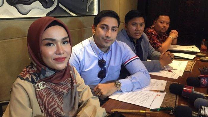 Medina Zein dalam jumpa pers terkait pelaporannya terhadap artis Irwansyah terkait kasus penggelapan di kawasan Senopati, Jakarta Selatan, Jumat sore (18/10/2019).