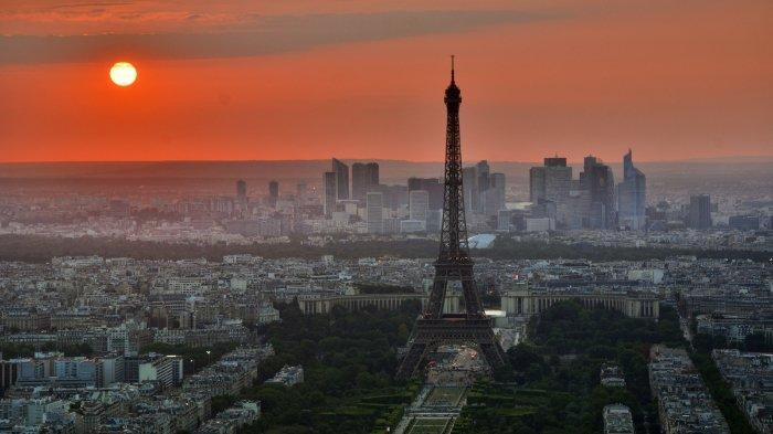 FOTO: Suasana di Menara Eifel, Paris, Prancis