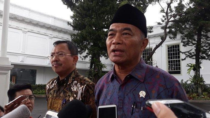 Menteri Koordinator Pemberdayaan Manusia dan Kebudayaan (Menko PMK) Muhadjir Effendy usai bertemu Presiden Jokowi di Kompleks Istana Kepresidenan, Jakarta, Senin (24/2/2020).