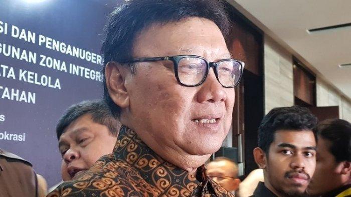 MenPAN-RB Tjahjo Kumolo usai memberikan penghargaan zona integritas kepada instansi dan lembaga pusat serta daerah di Menara Bidakara, Pancoran, Jakarta Selatan, Selasa (10/12/2019).(KOMPAS.com/Deti Mega Purnamasari)