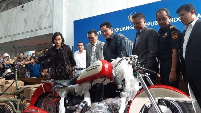 Menteri Keuangan Sri Mulyani Indrawati dan Menteri BUMN Erick Thohir ketika melakukan keterangan pers di Jakarta, Kamis (5/12/2019).