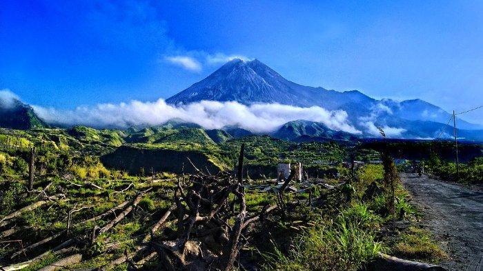Gunung Merapi, difoto dari Kaliurang.