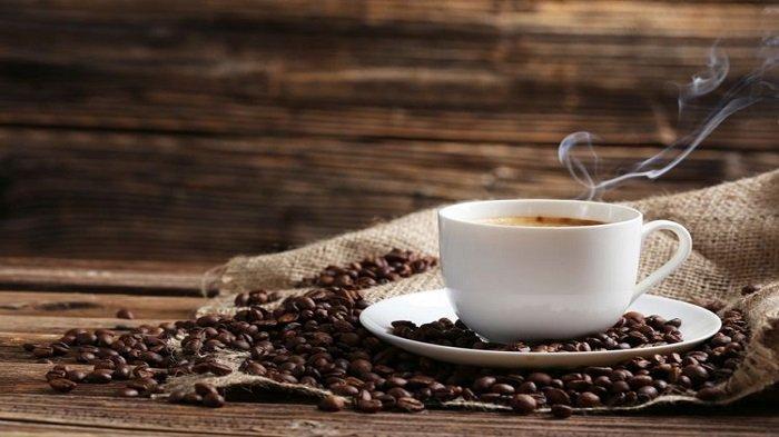ILUSTRASI - Minum kopi bisa pengaruhi tekanan darah