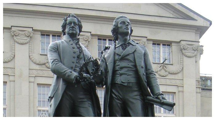 Monumen Johann Goethe dan Friedrich Schiller di Weimar
