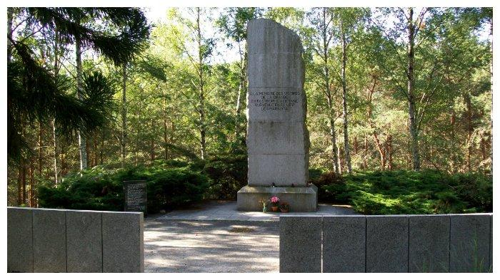 Monumen untuk mengenang korban kecelakaan Turkish Airlines Flight 981