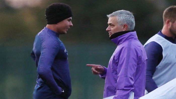 Pemain Tottenham Hotspurs, Dele Alli dan Jose Mourinho.