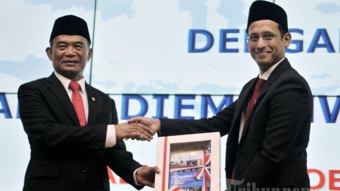 Muhadjir Effendy melakukan serah terima jabatan (sertijab) ke Nadiem Makarim untuk jabatan Mendikbud di Gedung Kemendikbud, Senayan, Jakarta Pusat, Rabu (23/10/2019).