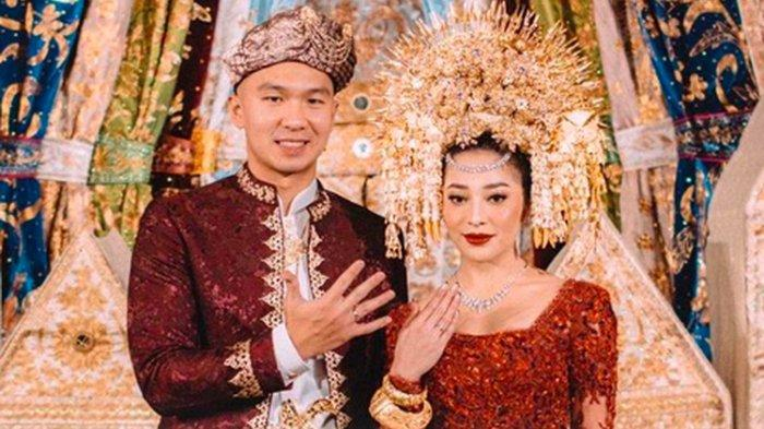Nikita Willy resmi menikah dengan Indra Priawan pada Jumat (16/10/2020).