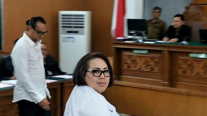 Nunung dalam sidang perdananya di Pengadilan Negeri Jakarta Selatan, Ampera, Jakarta Selatan, Rabu (2/10/2019).(KOMPAS.com/IRA GITA)