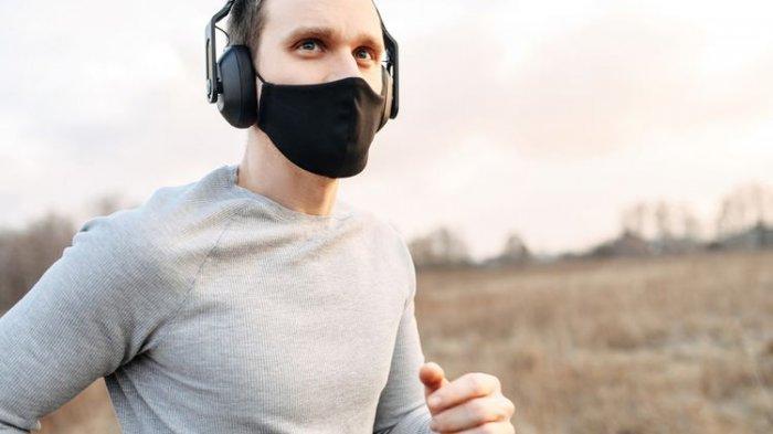 Ilustrasi penggunaan masker saat berolahraga di luar rumah