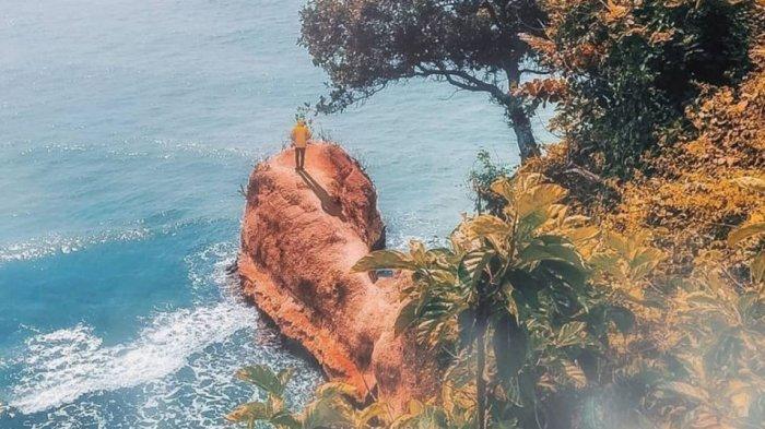 Pantai Lemah Abang - Tribunnewswiki.com Mobile