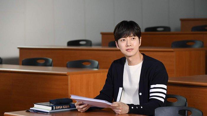 park-hae-jin-dalam-film-cheese-in-the-trap-2018.jpg