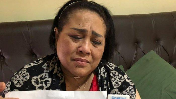 Pelawak senior Nunung bersama suaminya, Iyan Sambiran ditangkap kepolisian Direktorat Narkoba Polda Metro Jaya karena penyalahgunaan narkoba