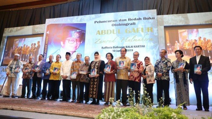 Sesmenpora Gatot S Dewa Broto mengucapkan selamat atas diluncurkanya buku Abdul Gafur Zamrud Halmahera yang diharapkan bisa menjadi inspirasi untuk Kemenpora. Hal itu disampaikan Gatot saat menghadiri peluncuran buku Abdul Gafur Zamrud Hamahera di Balai Kartini, Jakarta, Kamis (10/1/2019) siang.