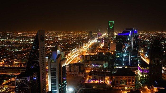 Pemandangan malam Kota Riyadh, Arab Saudi.
