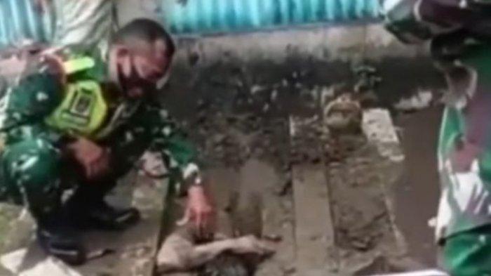 Tangkapan layar seorang pemuda yang nekat mengubur diri hidup-hidup di TPU di Kota Tegal tengah dibujuk aparat untuk dievakuasi pada Rabu (30/12/2020) lalu.