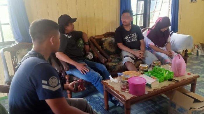 Suasana penangkapan Gilang pelaku pelecehan seksual fetish 'bungkus' jarik di Kecamatan Selat, Kabupaten Kapuas, Kalimantan Tengah, Kamis (6/8/2020) sore.